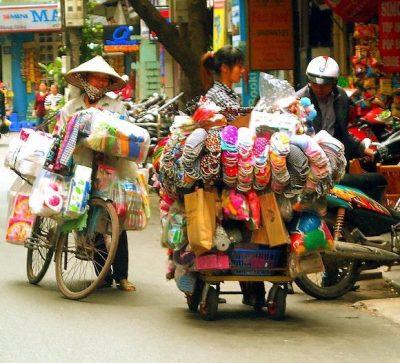 Singlereise Indochina - Hanoi- Straßenhändler