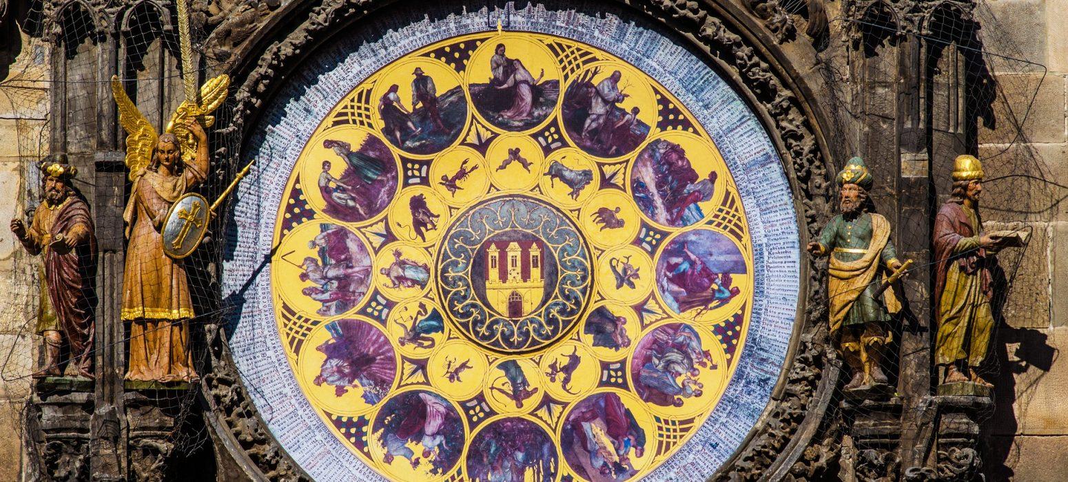 Singlereise Prag - Astro Uhr in Lila/gold