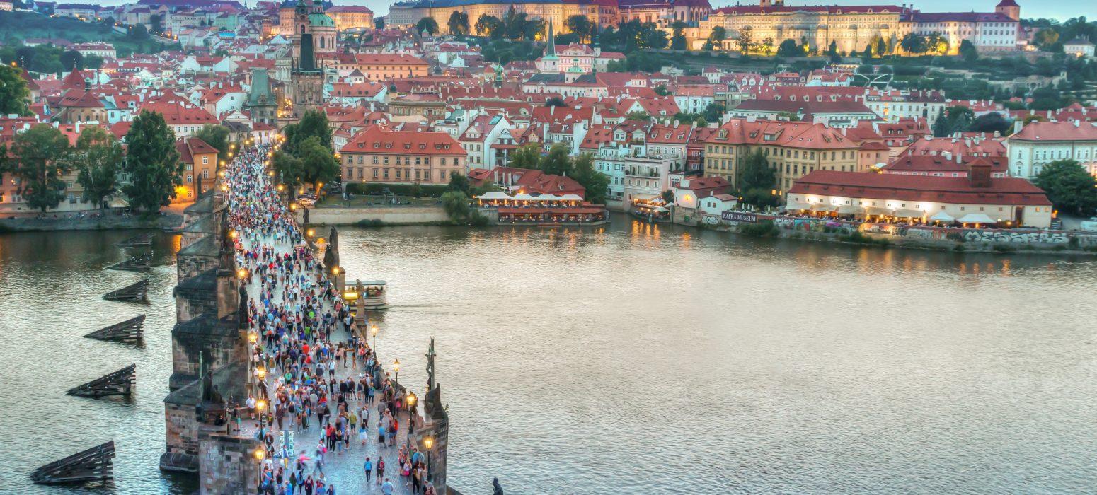 Singlereise Prag - Blick auf die Karlsbrücke und die Altstadt