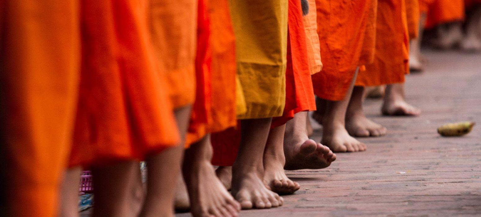 Singlereise Indochina - Laotische Mönche-Füße