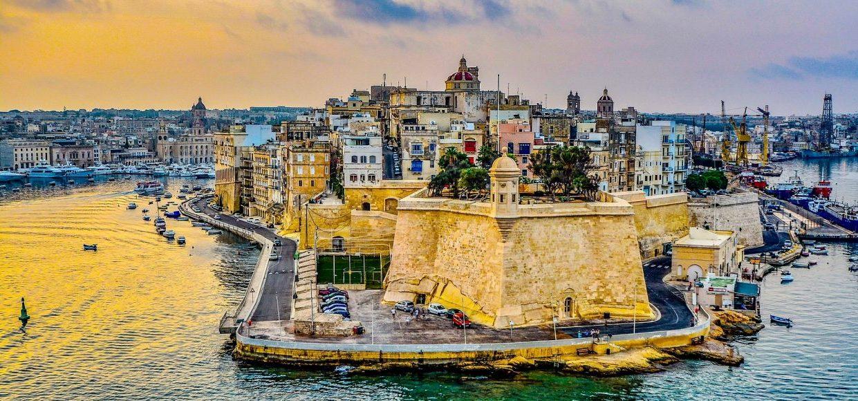 Singlereise Malta - Altstadt von Valletta von der Seeseite