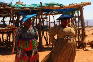 Singlereise Namibia - Herero Frauen in traditioneller Tracht